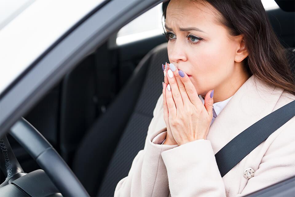 Panikattacken beim Autofahren – Ursachen und Bekämpfungsmöglichkeiten